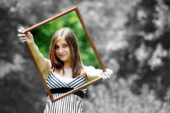 Как сделать половину фото черно белой