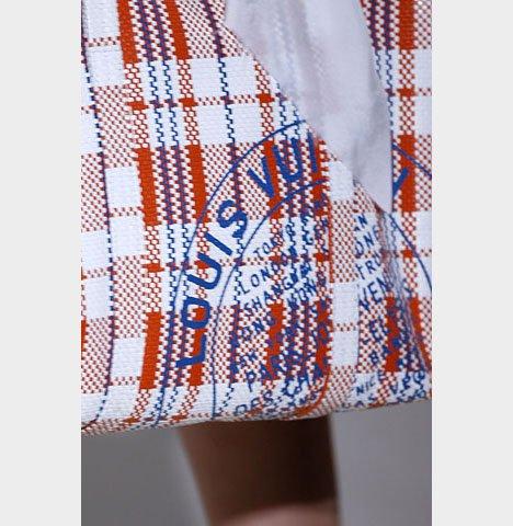 37a026ae6773 Стоимость одной сумки Louis Vuitton RWB варьируется в пределах 2-3 тысяч  долларов: