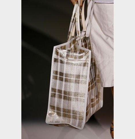 c09649adf9ef Стоимость одной сумки Louis Vuitton RWB варьируется в пределах 2-3 тысяч  долларов: Модные сумки от Louis Vuitton (6 фото) Просто не все умеют  впаривать ...