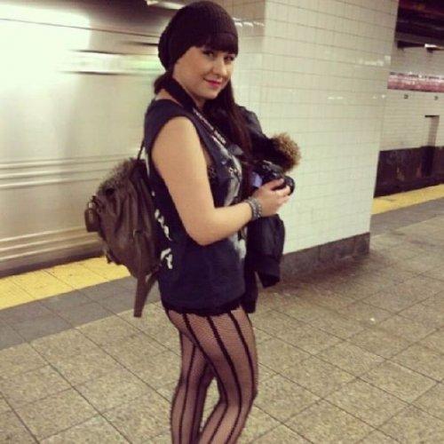 Прикольные фотографии женщин без штанишек 18 фотография