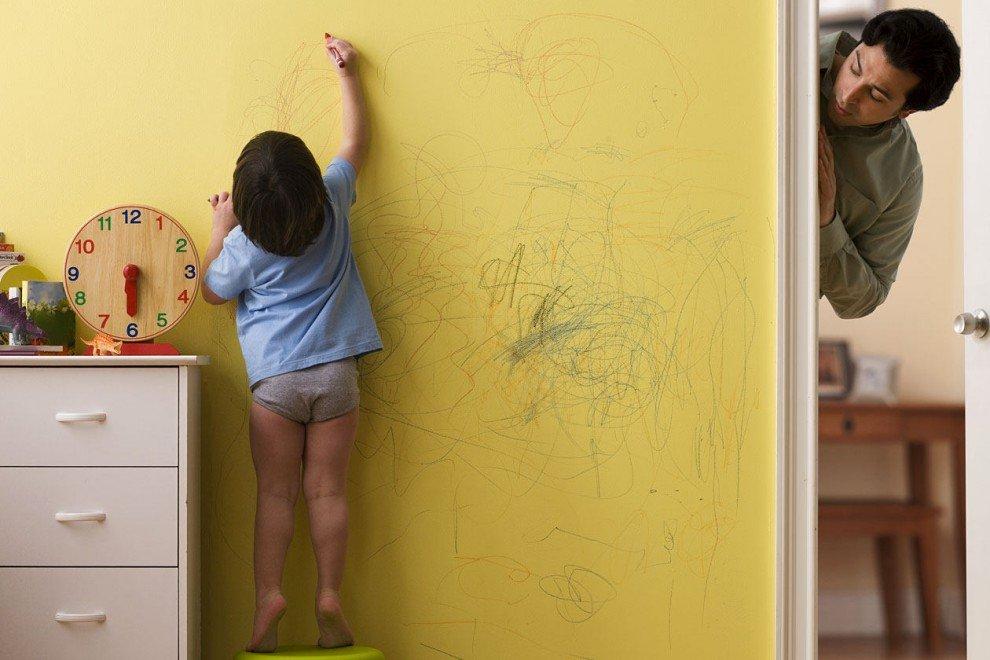 Ребенок орет за стеной что делать