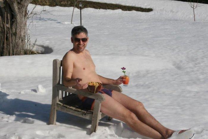 golie-zimoy-na-snegu